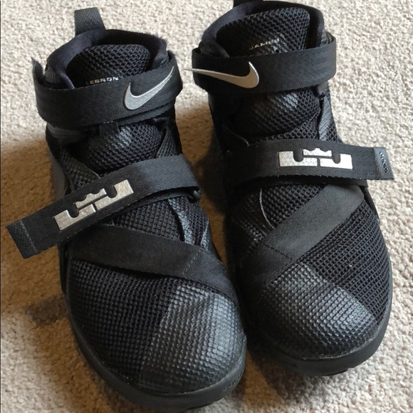 Nike Lebron James Boys Basketball Shoe